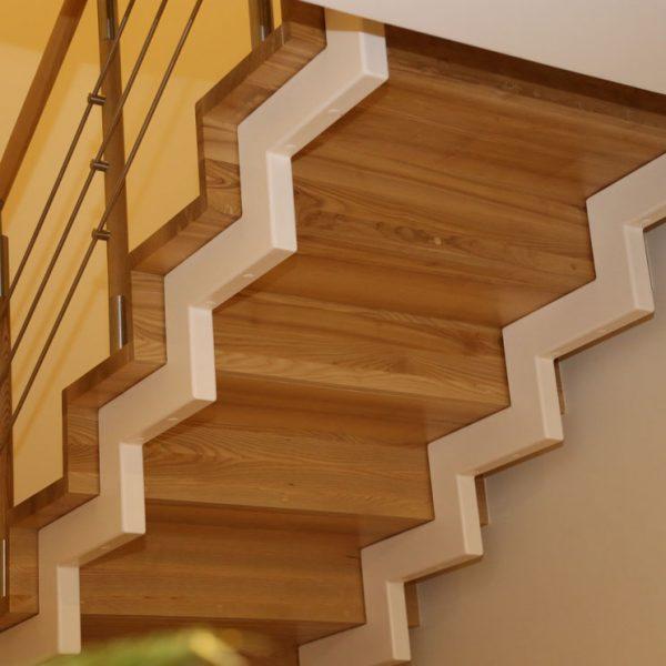 Mediniai laiptai - Modelis 04