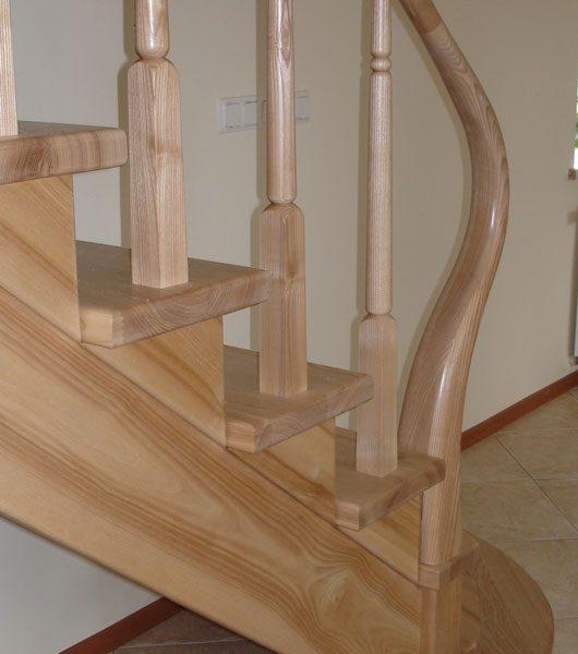Mediniai laiptai - Modelis 06
