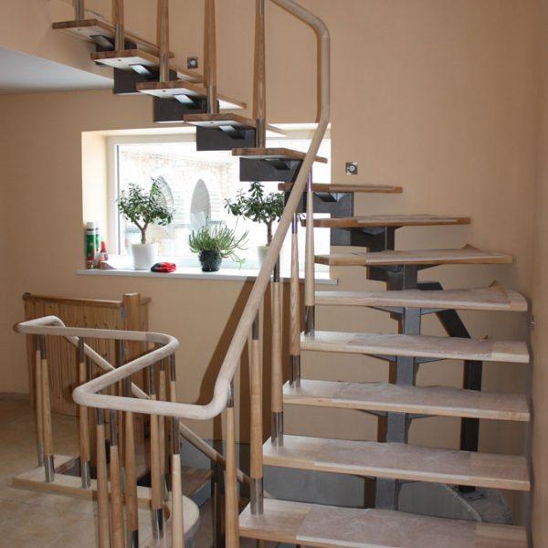 Mediniai laiptai - Modelis 08