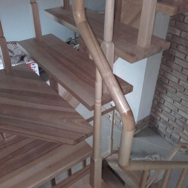 Mediniai laiptai - Modelis 10